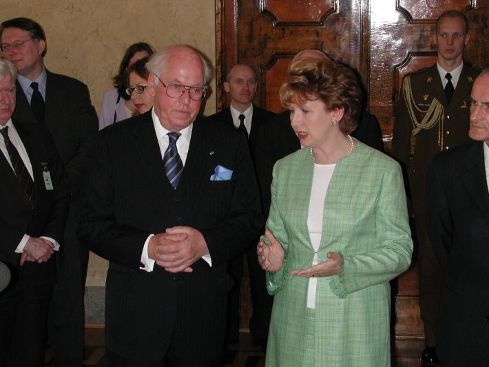 Presidents Mary McAleese and Lennart Meri meeting in Kadriorg Palace. Photo: Archives of the Ministry of Foreign Affairs of Estonia